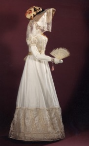 This 1822 dress from the Musées Royeaux des Art et Histoire is closer to the shape I'm hoping to achieve.